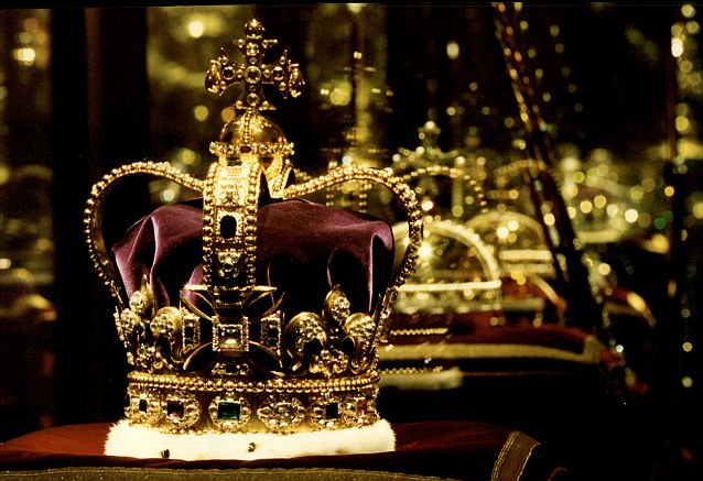 kings crown God for us or himself