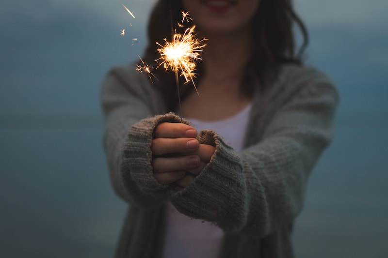 know how to love be loved girl with sparkler