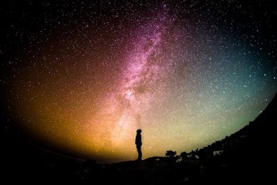 guy looking into space story of everything infinite eternal search the majestys men
